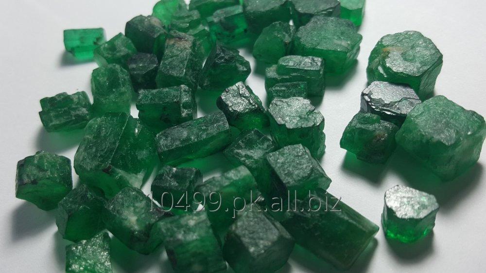 emerald_from_pakistan_275_carats